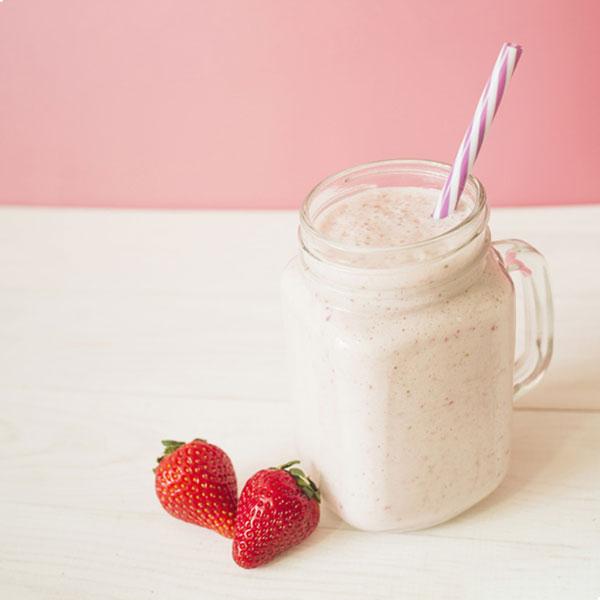 batido de fresas y leche condensada desnatada